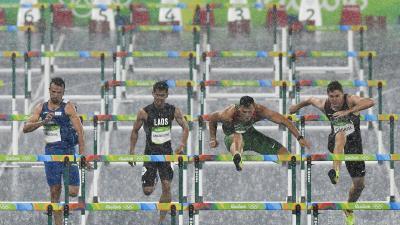 Rio de Janeiro, 2016. augusztus 16.  Baji Balázs (j2) a Rio de Janeiró-i nyári olimpiai férfi 110 méteres gátfutásának elõfutamában az Olimpiai Stadionban 2016. augusztus 15-én. Baji Balázs elõfutamában a második helyen ért célba és bejutott az elõdöntõb