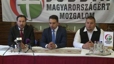 Balról: Dr. Szabó Ervin, Vona Gábor és Vajda Norbert a Jobbik sajtótájékoztatóján (Fotó: Ujházi György)