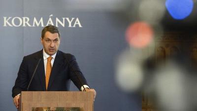 Lázár János, a Miniszterelnökséget vezetõ miniszter szokásos heti sajtótájékoztatóját tartja az Országházban  MTI Fotó: Soós Lajos