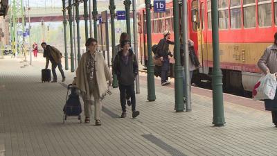 Verskommandó - a költészet napján Békéscsabától Nagyszalontáig verseltek a vonaton Fotó: Kugyelka Attila