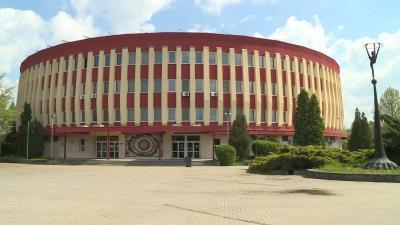 Az egyik cél, hogy a sportcentrum meglévő és tervezett épületeinek villamosenergia-szükséglete a lehető legnagyobb mértékben megújuló energiaforrásból legyen ellátva