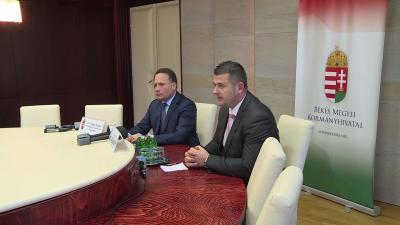 Az egységes kérelem benyújtásáról és a kormányhivatal első negyedévéről tartott sajtótájékoztatót dr. Takács Árpád és dr. Rákóczi Attila. Fotó: Kovács Dénes