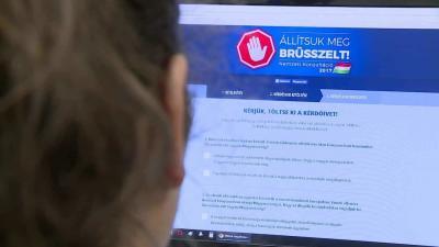 Több mint 140 ezren írták alá a nemzeti konzultációs kérdőívet Fotó: Ujházi György
