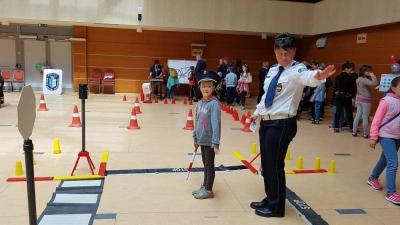 Az érdeklődők betekintést nyerhettek a rendőrök mindennapjaiba (Fotó: Kovács Dénes)