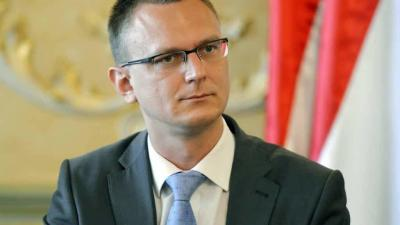 Rétvári Bence, az Emberi Erőforrások Minisztériumának parlamenti államtitkára Fotó forrása: hirado.hu