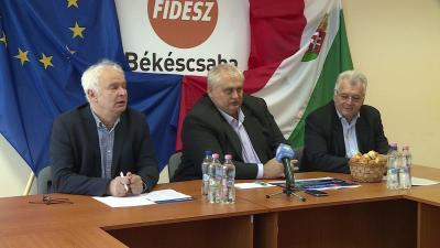 Herczeg Tamás, Hanó Miklós és dr. Ferenczi Attila tartott sajtótájékoztató a békéscsabai Fidesz irodában (Fotó: Ujházi György)