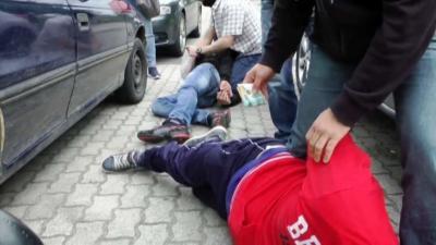 Kábítószer-kereskedők előzetes letartóztatásban. Fotó: police.hu