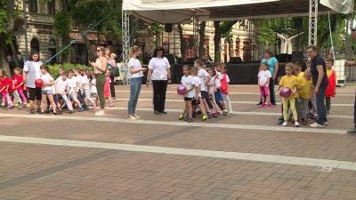 A város nagycsoportosai a Szent István téren versenyeztek (Fotó: Kugyelka Attila)