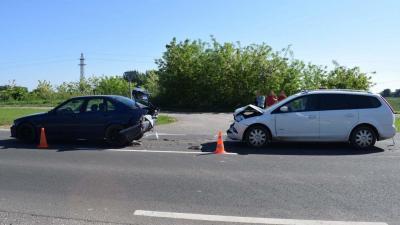 A 47-es számú főúton, Békéscsaba és Mezőberény között összeütközött két személygépkocsi. Fotó forrás: police.hu