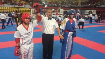 Laurincz Boglárka (fehérben)  is bejutott az Eb-döntőbe (Fotó: Magyar Kick-box Szakszövetség WAKO)