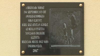 600 bomba zuhant a városra – a békéscsabai légitámadás 73. évfordulójára emlékeztek. Fotó: Kugyelka Attila