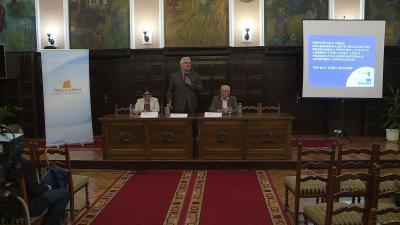 Sódar Anita cégvezető, Ferenczi Attila tanácsnok és Csernus István műszaki munkatárs ismerteti a projekt részleteit