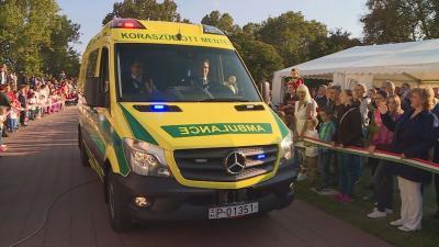 A koraszülött mentőautó átadása. Archív fotó: behir.hu