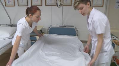 Az ápoló-tanulók Gyulán. Fotó: behir.hu/Kugyelka Attila
