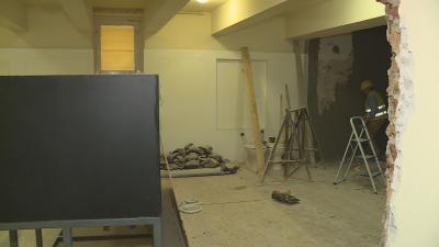 A Munkácsy Mihály Múzeum hónapok óta zárva van, de nem csak a kivitelezési munkálatokat végzik a zárt ajtók mögött, a múzeumi szakemberek már az új állandókiállítást tervezik. Fotó: Kugyelka Attila