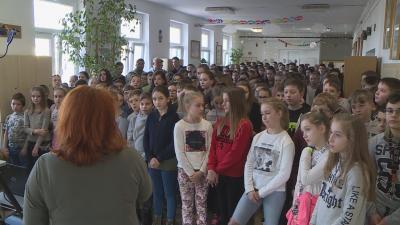 Az iskola felső tagozatos tanulói 2014. óta minden évben - az internetes közvetítés segítségével - együtt szavalják el a Himnusz első versszakát több százezer hazai és határon túli diáktársukkal. Fotó: Kugyelka Attila