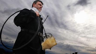 Kéményseprő. Archív fotó: MTI/Honéczy Barnabás