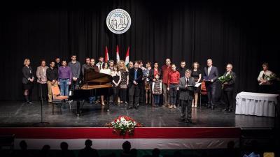 Egy éve Hajtmann Ildikó és a Békéscsabai Napsugár Bábszínház vehette át a rangos elismerést (Fotó: Csabagyöngye Kulturális Központ)