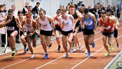 Rajtol a 3000 méteres szám (Fotó: atletika.hu)