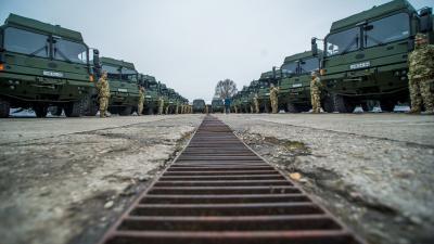 Rába H14 katonai gépjárművek az új beszerzések átadásán a Magyar Honvédség budapesti anyagellátó raktárbázisán (MTI fotó: Balogh Zoltán)