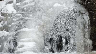 Jégalakzatok a Tarjánka-szurdokban Domoszló közelében - ilyen csodákat is produkált az idei tél (MTI fotó: Komka Péter)