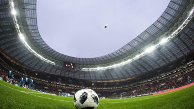 A Luzsnyiki Stadion Moszkvában a labdarúgó-vb játékaira készült Telstar labdával (Fotó: Getty Images/Szergej Szavosztyanov)