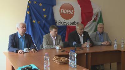 A kormánypárt helyi képviselői kiemelték: többek közt társadalmi és közéleti szerepvállalásai miatt tartják alkalmasnak Paláncz Györgyöt a posztra.  Fotó: Tóth Áron