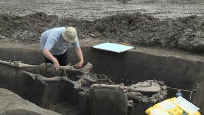 Részletes rajzok készülnek a több mint 800 régészeti objektumról. Fotó: Ujházi György