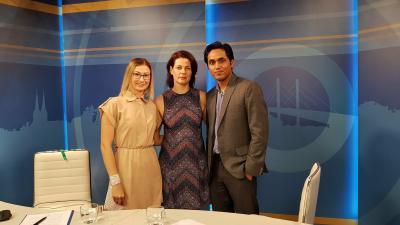 Szabó Rita, a 7.Tv műsorvezetője, Lenkefi Mónika, az Ízisz Jóga Stúdió vezetője és Amrendra Kumar Jha, India nagykövetségének hivatali képviselője