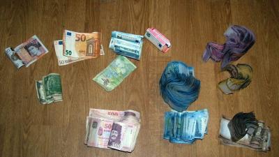 Pénzt is találtak a rendőrök. Fotó: police.hu