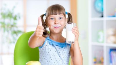 Az általános iskolás gyerekek fele nem iszik tejet (forrás: huffingtonpont.com)