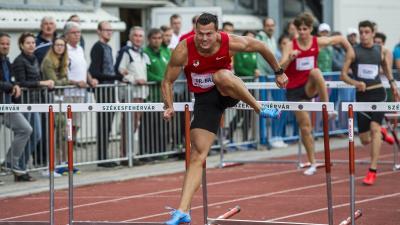 Székesfehérvár, 2018. június 23. A késõbbi gyõztes Baji Balázs (k) a 123. atlétikai országos bajnokság férfi 110 méteres gátfutás versenyszámában Székesfehérváron 2018. június 23-án. MTI Fotó: Bodnár Boglárka