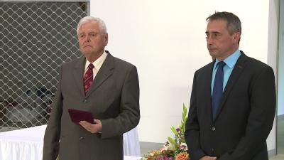 A Réthy Pál Emlékérmet dr. Csikász József vehette át dr. Becsei László főigazgató főorvostól