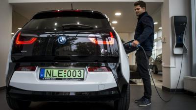Magyarországon idén tavasszal 4836 zöld rendszámos autó volt forgalomban, ezek közül 2564 volt tisztán elektromos Fotó: MTI