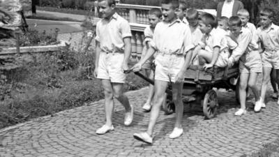 Iskolás gyerekek. Forrás: Fortepan