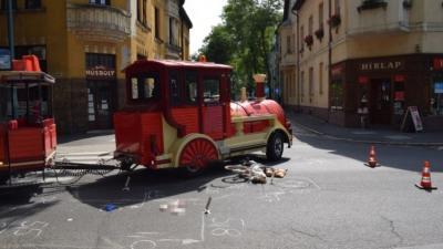 Városnéző vonat ütött el egy férfit Gyulán, az egyik gyalogos-átkelőhelyen (fotó: police.hu)