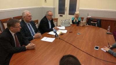 Paláncz György, Ferenczi Attlia és Kiss Tibor a Fidesz-KDNP frakció sajtótájékoztatója az októberi közgyűlés után. Fotó: Ujházi György