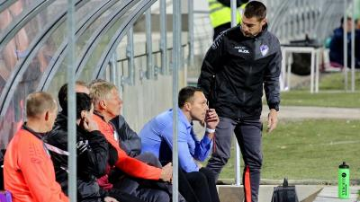 Boér Gábor (kék ingben) és Makra Zsolt (mellette) is Győrbe távozik a csabai klubtól (Fotó: Milyó Pál)