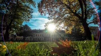 Az Almásy-kastély ősszel is gyönyörű (forrás: gyulakult.hu)