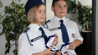 A gyerekek rendőrnek is állhattak tavaly. Forrás: UNICEF