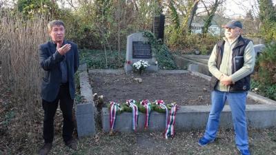 Megemlékezés Korosy László sírjánál - a kép jobb oldalára kattintva lapozhat a galériáéban (fotó: Lencsési Közösségi Ház)