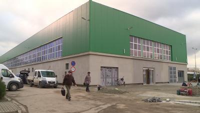 A tervek szerint a vásárcsarnok  a december 12-ei, hagyományos szerdai piacnapon újra kinyit. Fotó: Kovács Dénes