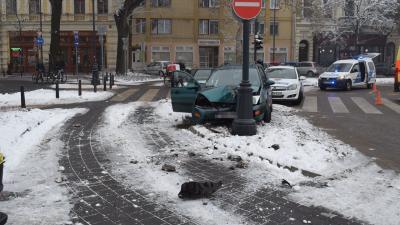 Békéscsabán, a Szent István térnél történt baleset (fotó: police.hu)