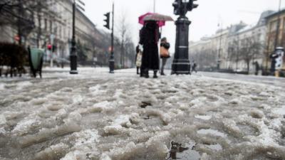 Ónos eső. MTI Fotó: Balogh Zoltán)
