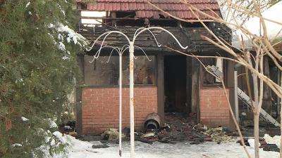 Tűz ütött ki egy nyári konyhában Szabadkígyóson, egy ember életét vesztette. Fotó: behir.hu/Kovács Dénes