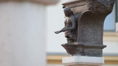 Justitia szobra Gyulán, a Honvédtiszti emlékhelynél. Fotó: behir.hu/V.D.