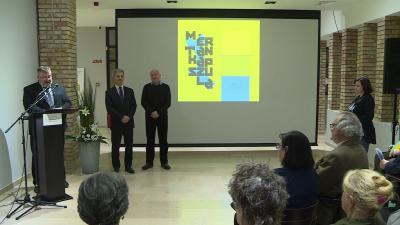 A Mértankapszula című kiállítás megnyitóján. Fotó: behir.hu