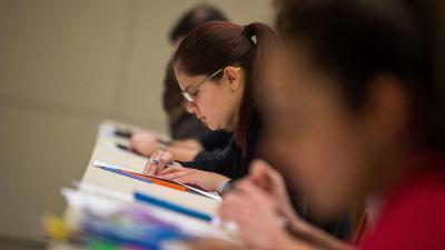 Hallgatók írásbeli vizsgán. MTI/Balogh Zoltán