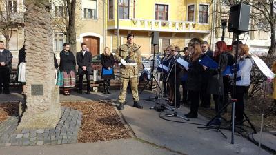 Békéscsabán a városi megemlékezést a kommunizmus áldozatainak állított emlékműnél rendezték meg. Fotó: Kovács Dénes