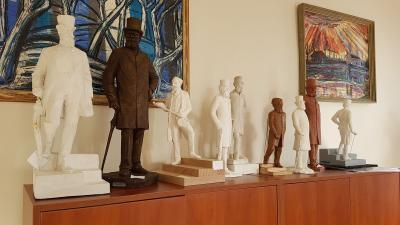 Munkácsy-makettek a Békéscsaba Városfejlesztési Kft. tárgyalójában - a kép jobb oldalán található nyíllal lapozhat a galériában (fotók: Kovács Dénes)